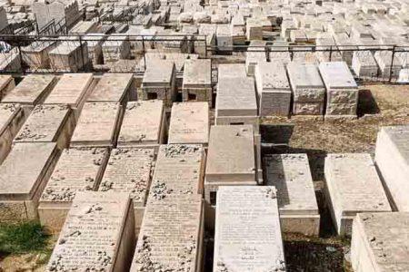 קברים בחלקת אגודת אחים